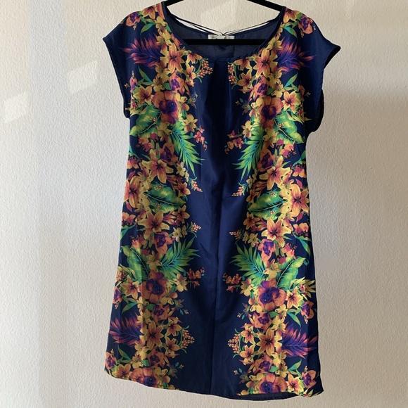 Olive & Oak Dresses & Skirts - Summer Olive & Oak Navy / Floral Shift Dress